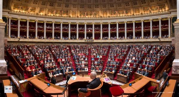 Hausse de la CSG pour les Français de l'étranger: le ministre suspend le décret