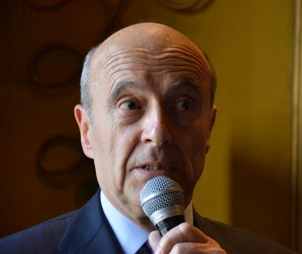 """Alain Juppé : """"il ne faut pas être lâche face à l'anglais"""""""