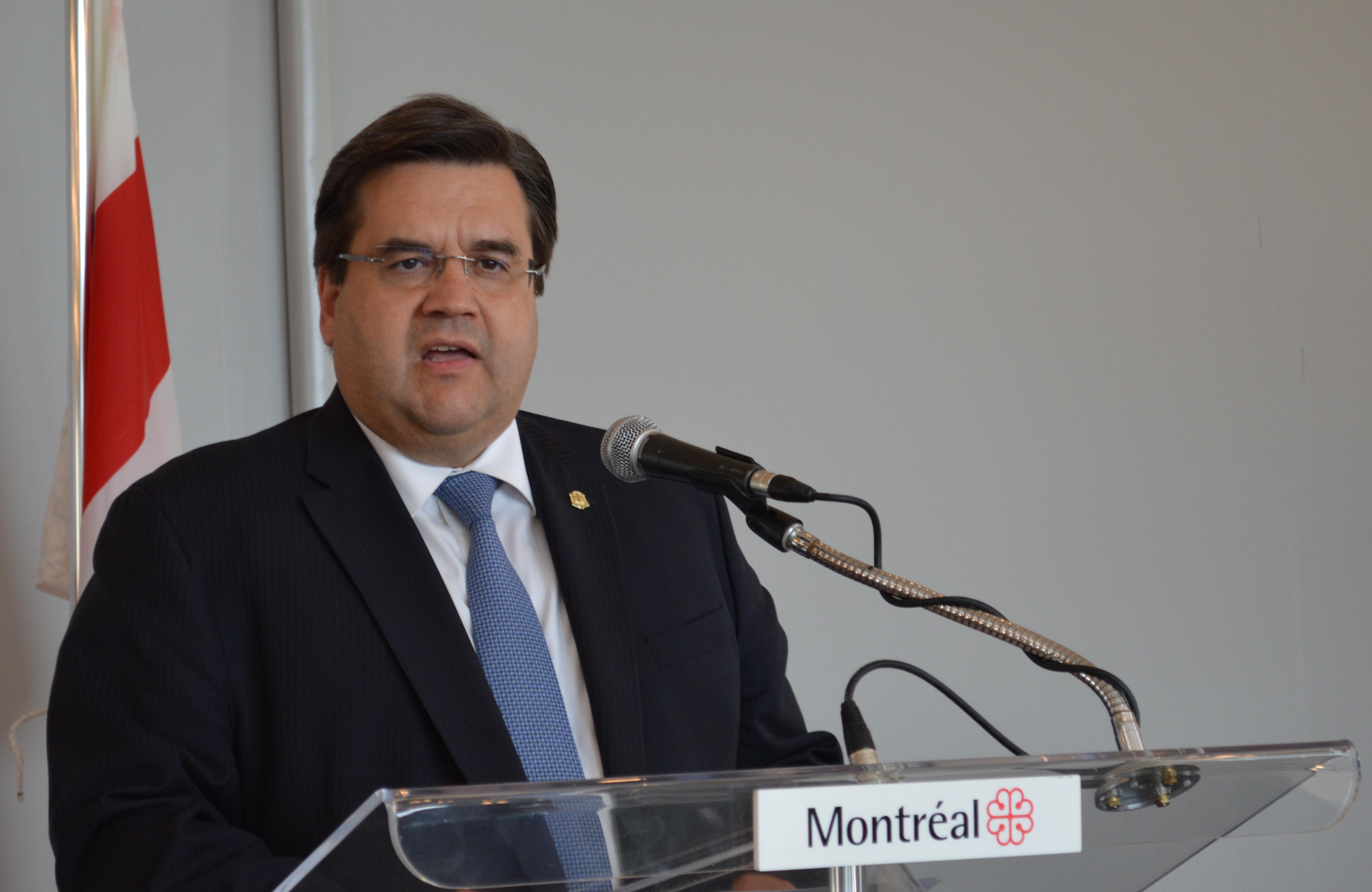 """Dieudonné refoulé par le Canada : """"Tant mieux!"""", lance Denis Coderre"""