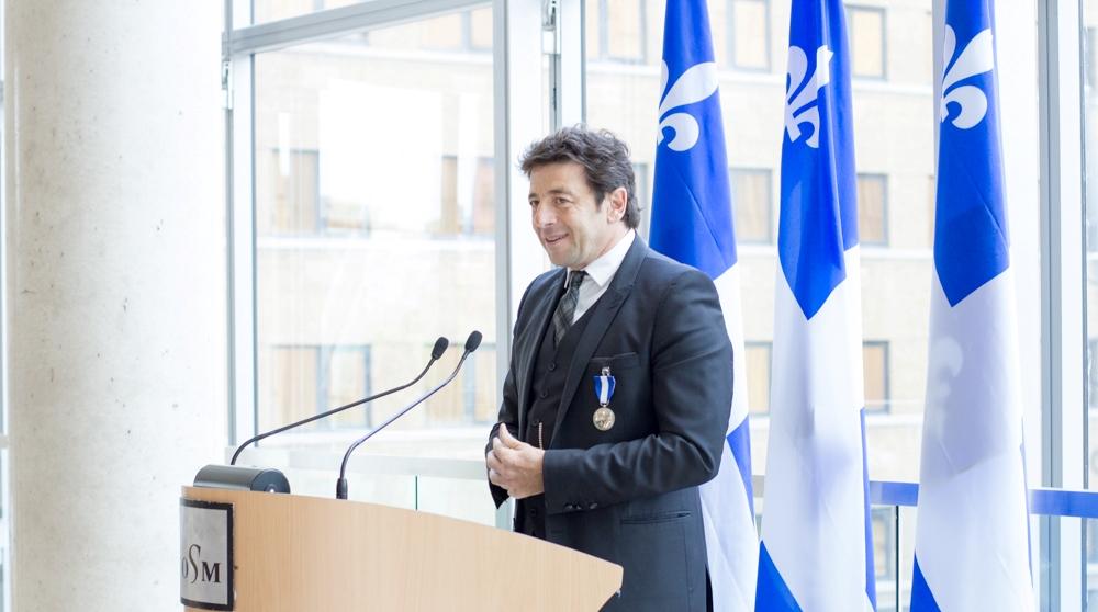 """En concert à Montréal, Patrick Bruel reçoit comme """"un immense honneur"""" l'Ordre national du Québec"""