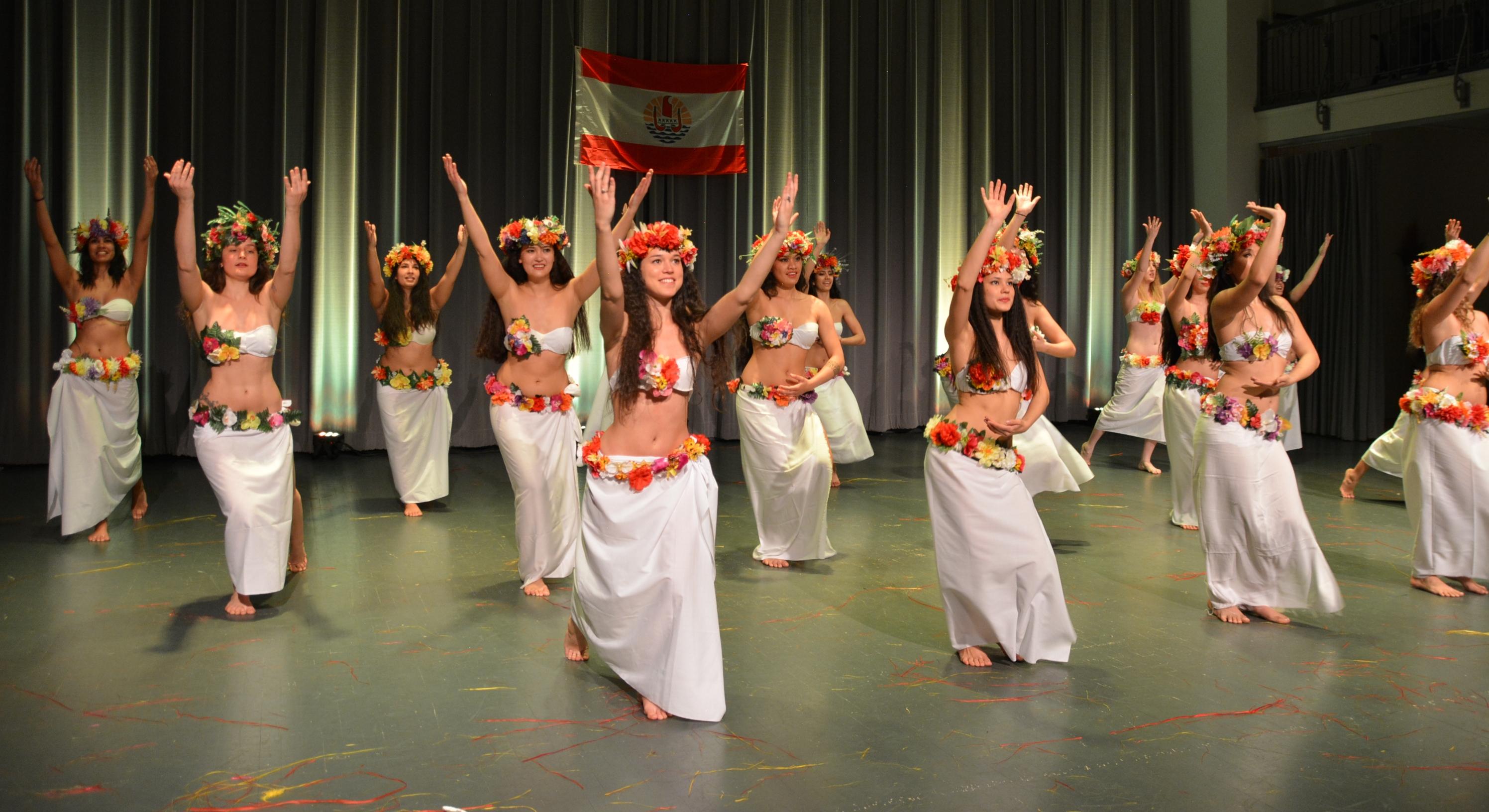 Les Tahitiens de Montréal partagent les danses et chants polynésiens de leur paradis