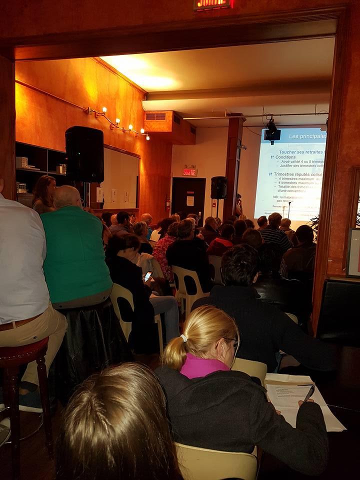 Le bar de l'Union Française était bondé pour cette conférence sur les retraites