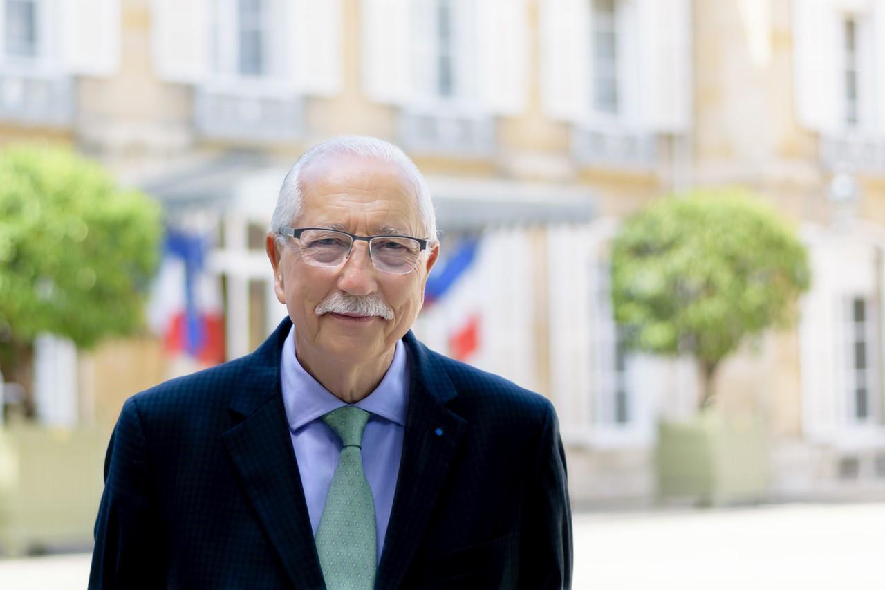 """Candidat à l'élection sénatoriale, Louis Duvernois dénonce la """"pseudo-primaire"""""""