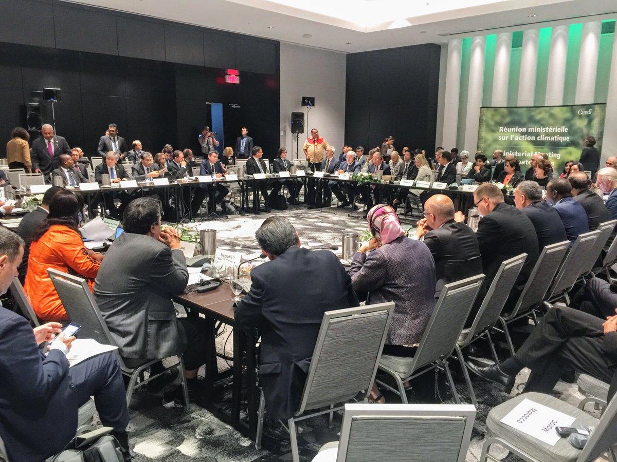 """Accord de Paris: """"Irréversible et non-négociable"""" dit la ministre McKenna à Montréal"""