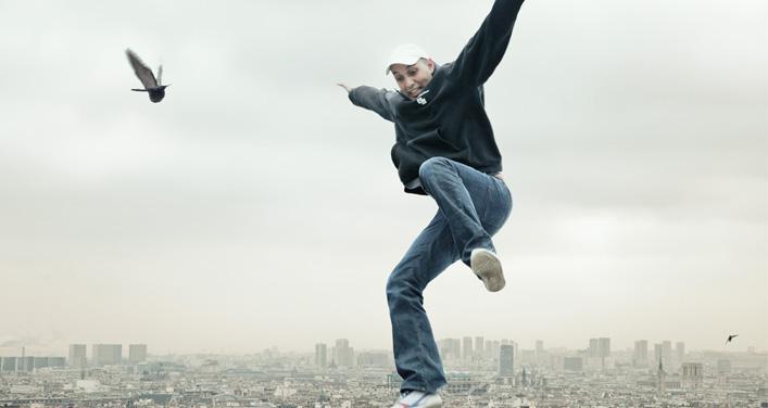 Le Français HK fait danser le Québec le poing levé
