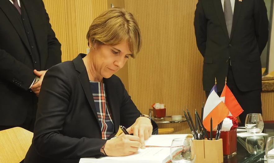 Rapport AEFE : Cazebonne lance sa consultation publique auprès des Français de l'étranger